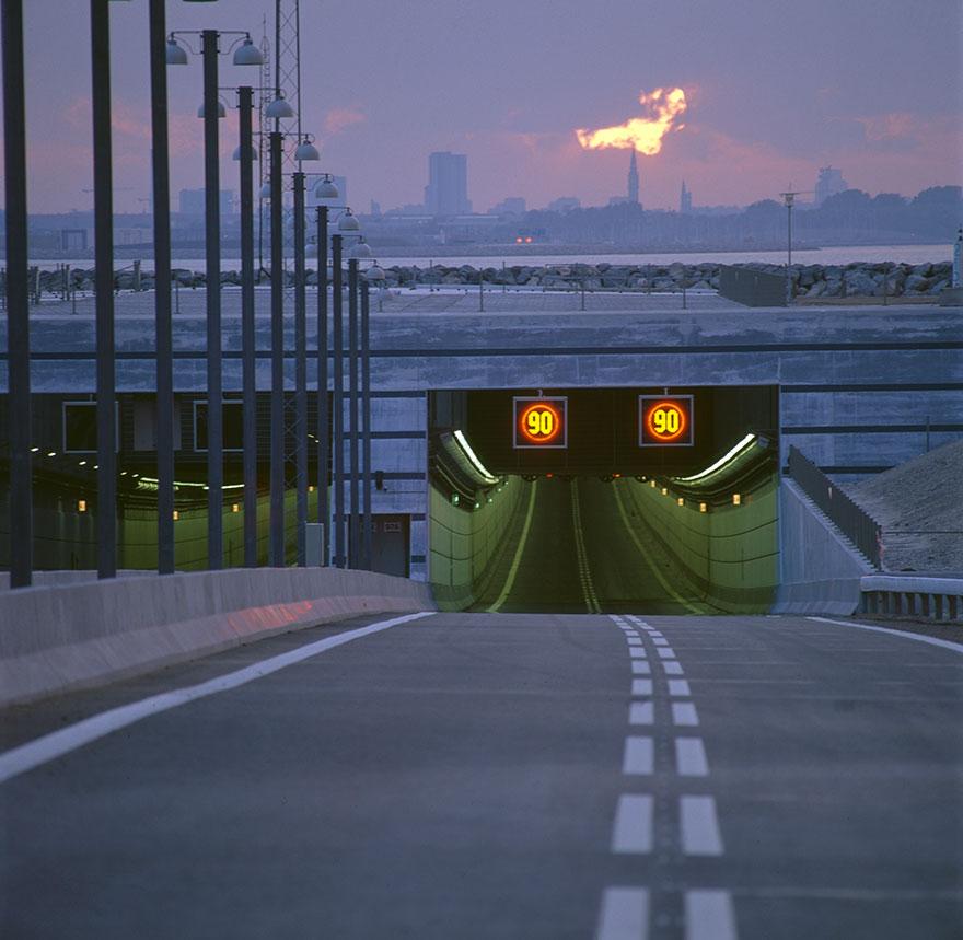 мост уходящий в туннель