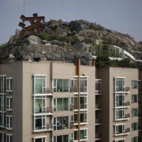 Незаконная «горная вилла» на крыше Пекинской многоэтажки