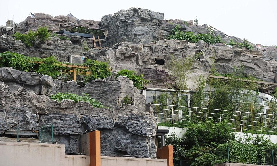 Под искусственной горой скрыта резиденция