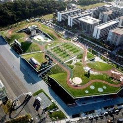 Многофункциональный комплекс с зеленой крышей