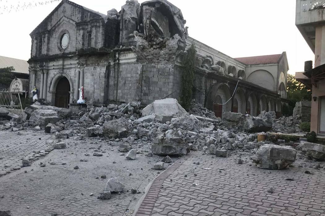 Разрушение Церкви Святой Екатерины в результате землетрясения на севере Филиппин
