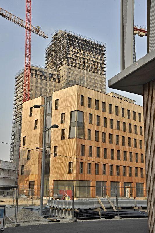 В состав комплекса также входит ранее возведенный деревянный блок высотой 5 этажей