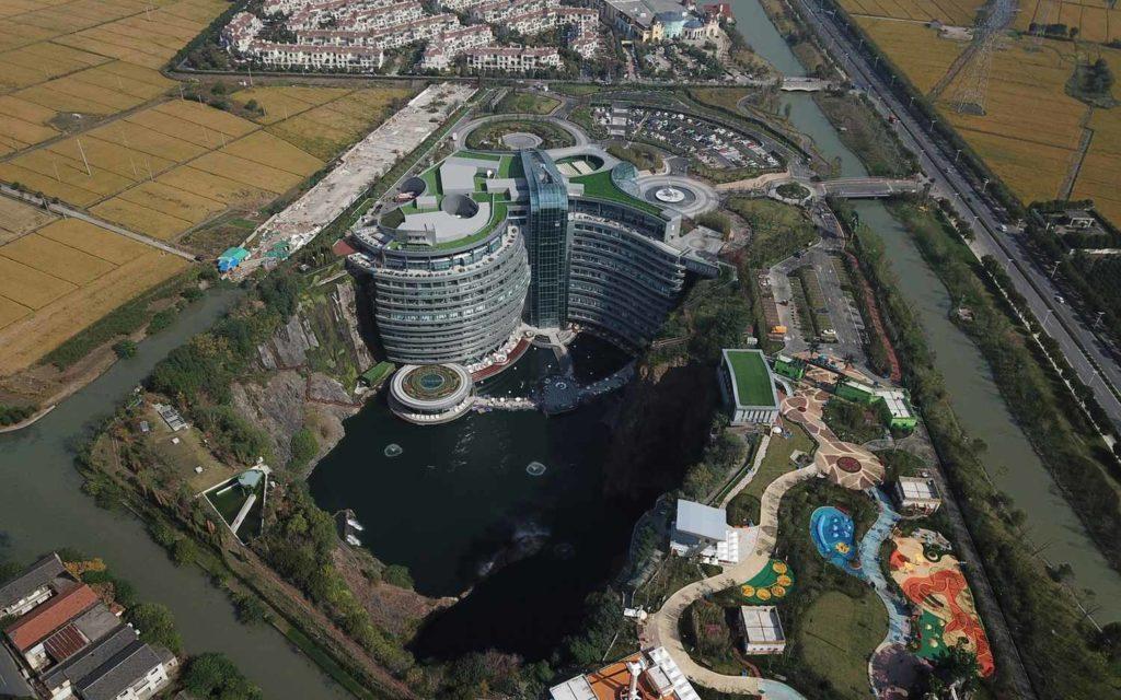 Отель в карьере - Intercontinental Shimao Wonderland