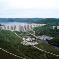 Шедевр гидротехники — плотина Дэниэл-Джонсон на реке Маникуаган (Канада)