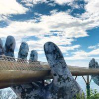 Мост на каменных руках