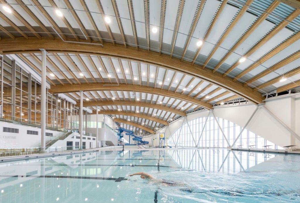Оздоровительный комплекс с деревяной крышей Shane Homes YMCA в Калгари