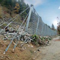 Установлен противокамнепадный барьер с самой высокой энергопоглощающей способностью в мире!