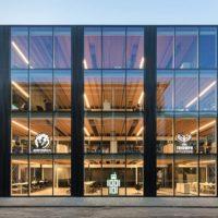 Минималистичный сборно-разборный офис в Нидерландах