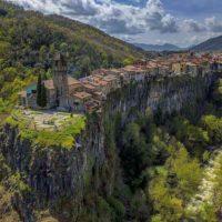 Castellfollit de la Roca — город на скале