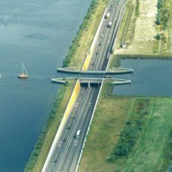 Судоходный акведук Veluwemeer в Нидерландах