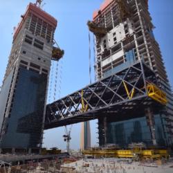 В Дубае смонтировали основную секцию самой длинной консоли в мире
