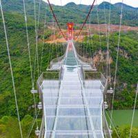 В Китае завершено строительство стеклянного моста протяженностью 526 метров