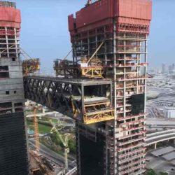 Монтаж консоли массой 8500 тонн на строительстве One Za'abeel в Дубае