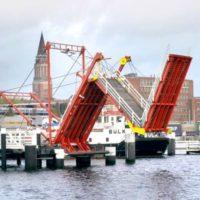 «Складной мост» Hörn Bridge в Киле (Германия)