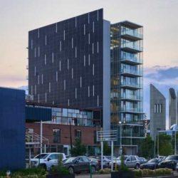 Edge — здание с самой большой солнечной панелью в Канаде