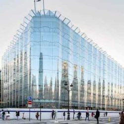 В Париже завершается строительство здания с необычным волнистым фасадом из стекла