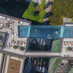 В Лондоне на высоте 35 метров открылся один из самых больших панорамных бассейнов в мире