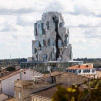 Во Франции построили башню из нержавеющей стали