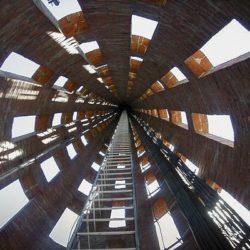 Телекоммуникационная башня «Channel 9» с ажурной кладкой в Уругвае