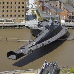 Разводной пешеходный мост Scale Lane через реку Халл в Великобритании